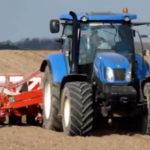 new holland t6.175 kverneland optima 150x150 New Holland T6030 i T6.175 z maszynami Samon kopią cebulę na Kujawach   VIDEO