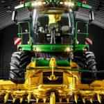 John Deere sieczkarnia 8000 nowosc Polagra 2016 150x150 Jak poradzić sobie z lepkim materiałem w trudnym sezonie zbioru traw?