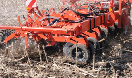 KUHN STRIGER serii 100 - Nowa generacja kultywatorów do uprawy pasowej