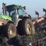 John Deere 4755 zimowa orka wtopa film 150x150 John Deere 6610 i 8430 w ciężkiej grudniowej orce   VIDEO