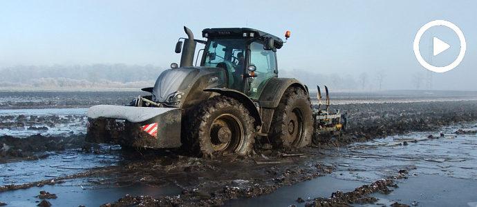 Tak było w 2017! W mokrej uprawie Valtra S i Farmet Triolent - VIDEO