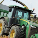 John Deere kukurydza na kiszonke 2018  film 150x150 John Deere 7830 z pługiem dłutowym Bednar Terraland w uprawie po burakach   VIDEO