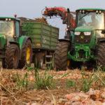 John Deere Amac zbior cebuli 2019  film 150x150 John Deere 6195M i 8230 + Farmet Kompaktomat w pustynnej uprawie 2019   VIDEO
