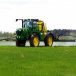 John Deere opryskiwacz samojezdny 150x150 John Deere: Europejski Zielony Ład przyspieszy technologiczną transformację